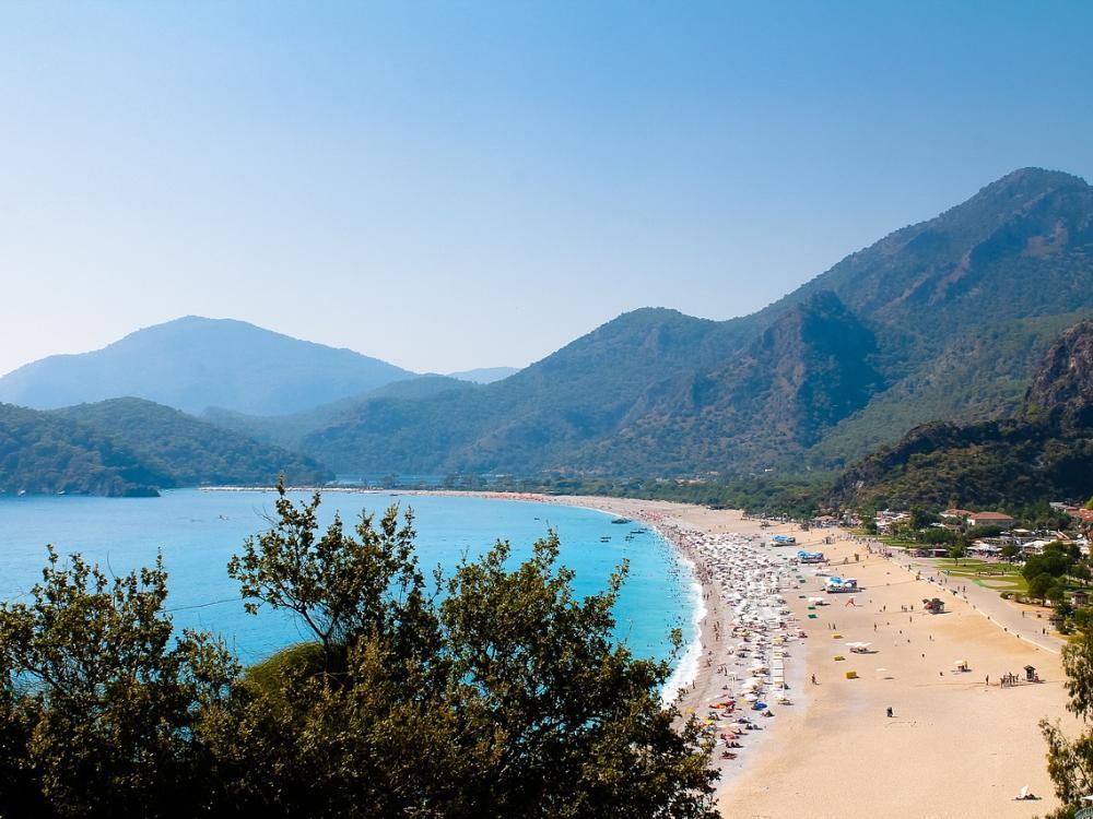 السياحة في أنطاليا تحتفي بـ 12 ألف سائح روسي بيوم واحد